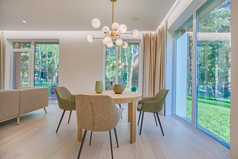 Open concept dining room, contemporary interior design, Michael Gainey Signature Designs