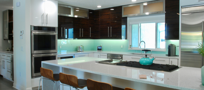 Trend Alert: Gorgeous Glass Backsplash